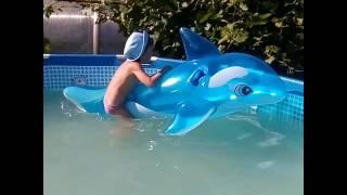 Я купаюсь в бассейне