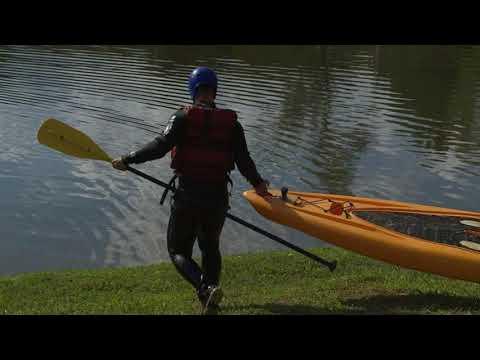 Rio Abaixo na Rede Record Power Couple: Homens precisam de agilidade e força para salvar suas esposas Prova mistura natação, quadriciclo, stand up paddle, tirolesa e até enigma matemático