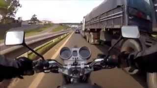 Смотреть онлайн Как сильно везет мотоциклистам на дорогах