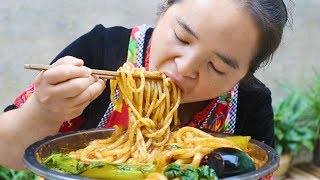 "Challenge the perverted spicy ""Xinjiang rice noodles"", addictive, tears are coming out!"