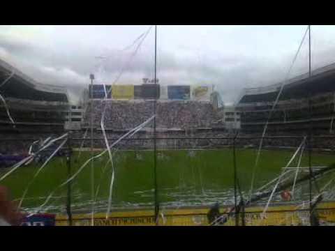 """LIGA DE QUITO 0 vs barcelona 0 Recibimiento 2014"" Barra: Muerte Blanca • Club: LDU"
