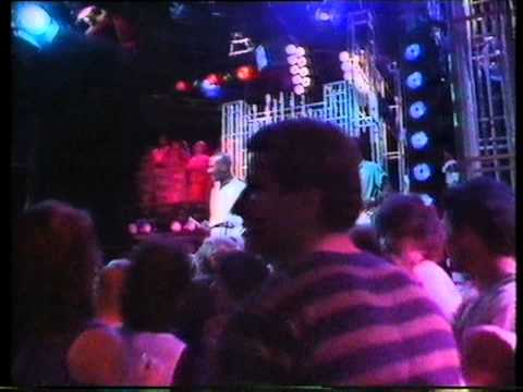 Hot Chocolate - Tears On The Telephone. Top Of The Pops 1983