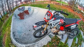 DIRT BIKE VS SKATEPARK MINI BOWL!