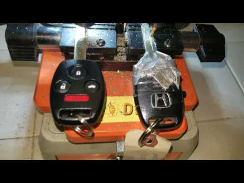 mp4 Automotive Key Cutting, download Automotive Key Cutting video klip Automotive Key Cutting