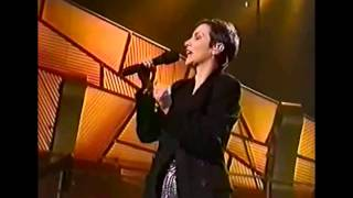#nowwatching @AnnieLennox LIVE - Train In Vain