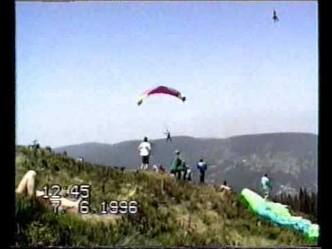 Paralotnia porwana przez trąbę powietrzną