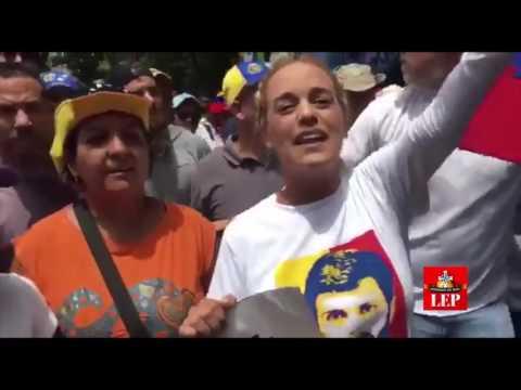 Chavistas y opositores se cruzan en calles de Caracas
