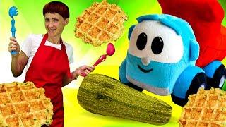 Грузовичок Лева готовит вафли из кабачка. Новое видео с машинками и Машей Капуки Кануки
