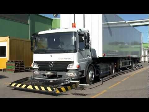 Fahrerloser LKW in einer Molkerei (Untertitel)