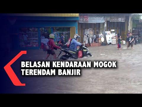 belasan kendaraan mogok terendam banjir