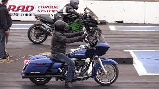 Harley Davidson Vs Ninja Kawasaki - Motorbikes Drag Racing.