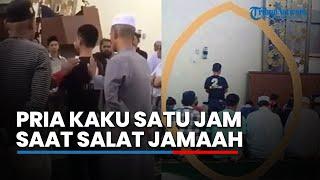 Viral Video Pria Kaku Satu Jam saat Salat Jamaah, Pengurus Masjid Ungkap Penyebabnya
