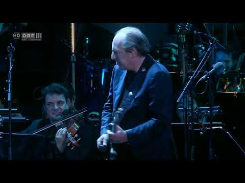 Hans Zimmer performing the guitar section of his masterpiece TIME with full orchestra