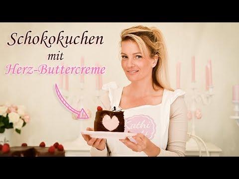 Schokokuchen mit einem Herz aus Buttercreme - Kathi-Backt.de