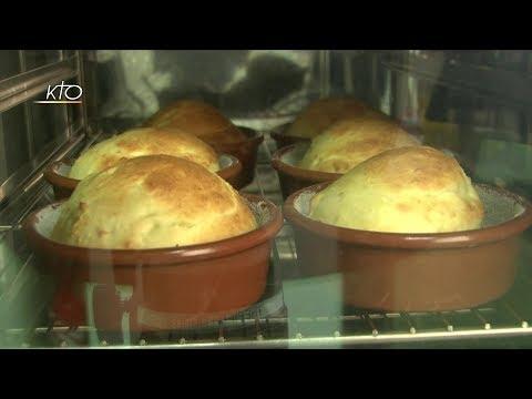 Pâtes aux oeufs et brioches fourrées aux pommes