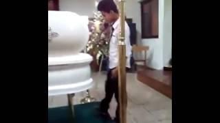 Niño Le Canta A Su Madre ... ( Yo Te Extrañare ) Lloraras De Tristeza!