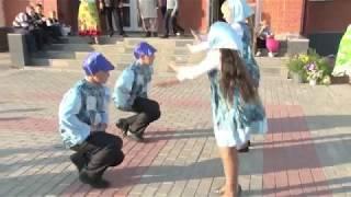 Танцуют дети!
