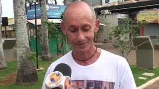 Um morador de Patos de Minas, que cuida de praças voluntariamente, alerta sobre uso de energia elétrica paga pelo município a empresas privadas.