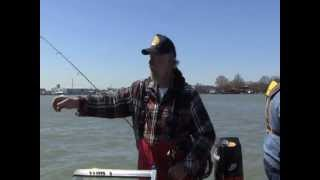 preview picture of video 'Walleye Mike Jigging in the Detroit River'