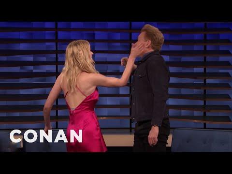 Sophie Turner and Conan Play Tequila Slaps - CONAN on TBS (видео)