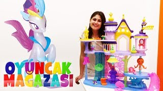 Ayşe'nin oyuncak mağazası; Kraliçe NOVO denizaltı şatosu.