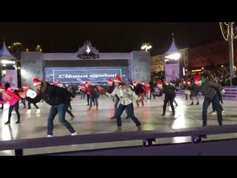 Танцевальный флешмоб на катке с Москва 24