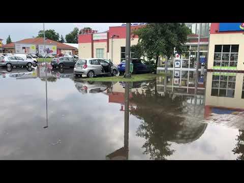 Wideo1: Parking Tesco na ul. Moniuszki we Wschowie po nawałnicy
