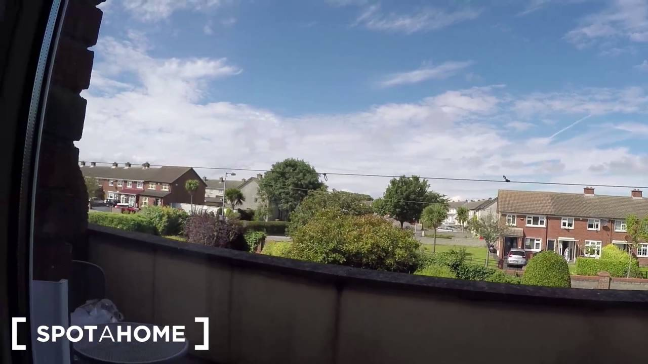 Cozy room to rent in 3-bedroom houseshare with balcony in Kilbarrack