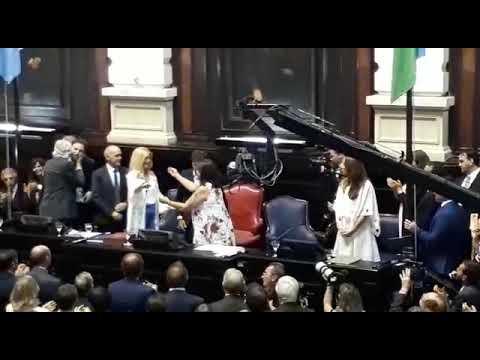 Mirá como ingresó Kicillof al recinto de Diputados para tomar juramento