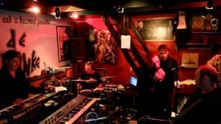 DER KLINKE : She's Lost Control (Joy Division)