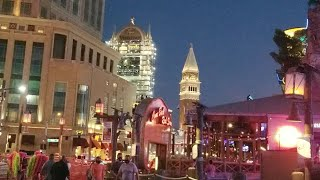 Friday Night Walking Las Vegas Strip!