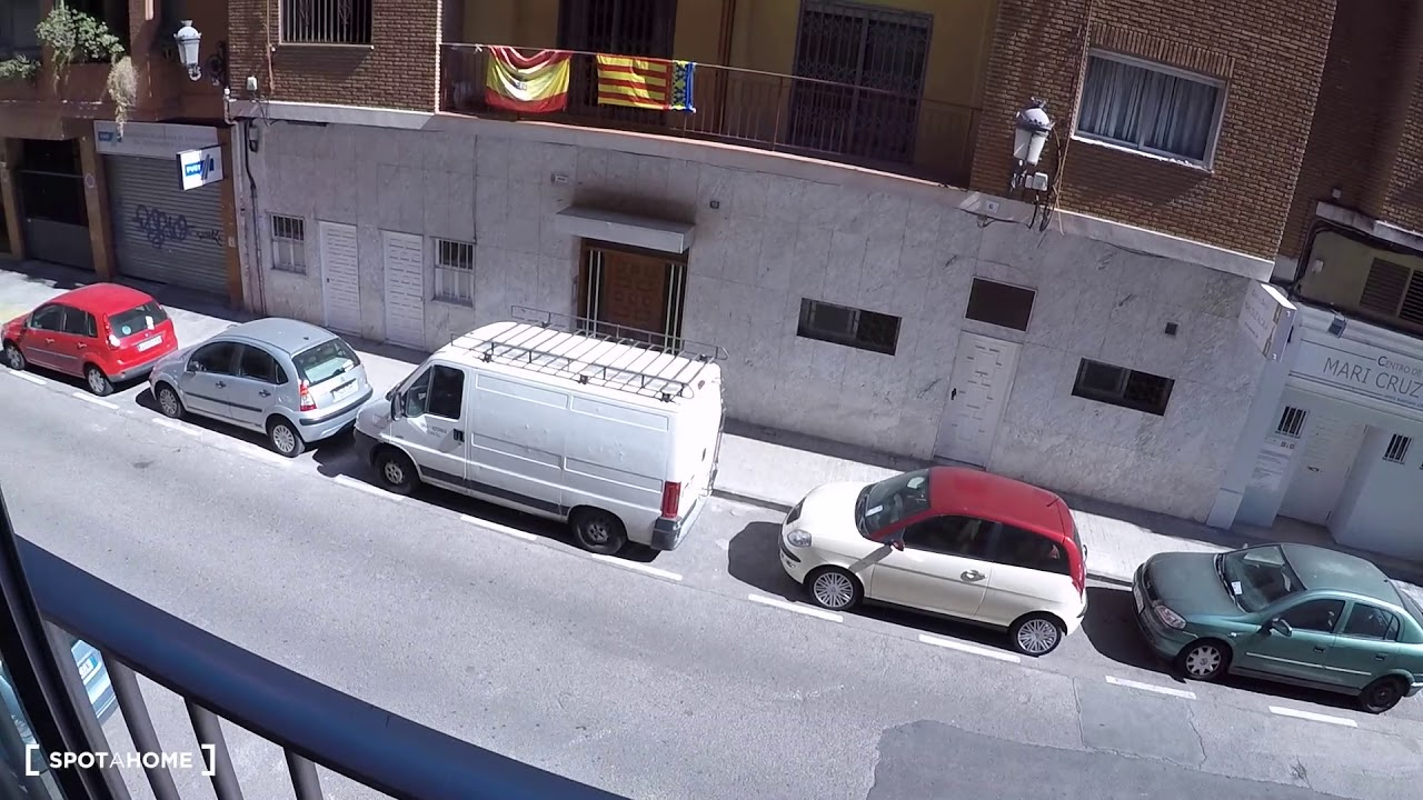 Double Bed in Rooms for rent in 5-bedroom apartment with balconies in El Pla del Real