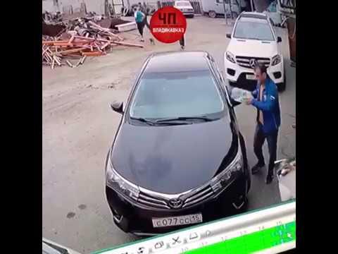 Мужчина поджег автомобиль #тойота #поджег #автомобиль #возгорание