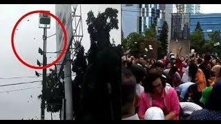 Невероятно! Дождь из денег парализовал столицу Индонезии
