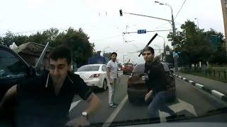 Беспредел на дорогах. Как русский парень дал отпор двум джигитам. Крутые разборки на улице города.