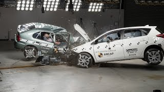 1998 Toyota Corolla vs 2015 Toyota Corolla (Auris) - Crash Test