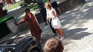 ПРИКОЛЫ 2018 смешное припарковалась блондинка vs. бешенная бабулька конфликт трамвай львів україна 2