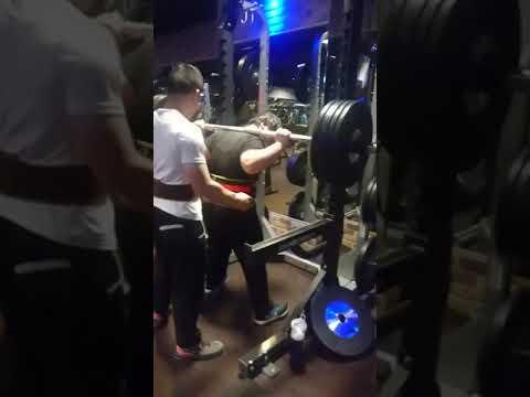 130公斤女子深蹲XD