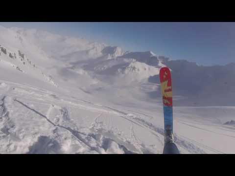 Zapłacił 1000 dolarów za helikopter, żeby zjechać z gór na nartach