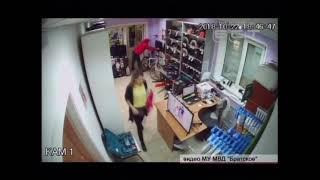 Полиция разыскивает грабителя магазина электронной техники