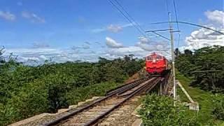 preview picture of video 'Railway : Banten Ekspres Train Passing Cisedane Bridge'