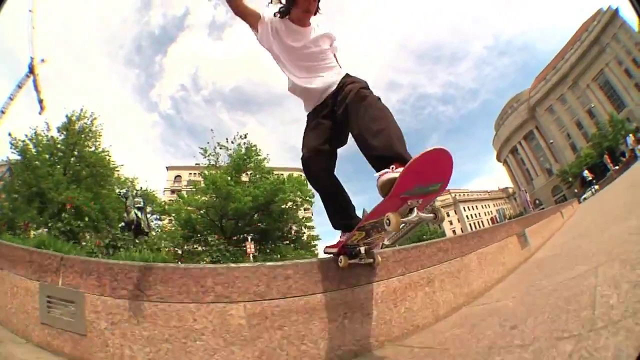 Tom Asta ripping in his NEW éS ACCEL Slim Colorway! - esskateboarding