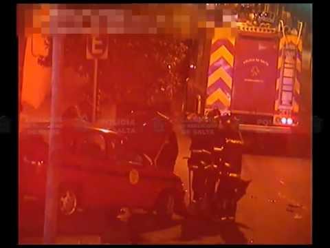 Video: Tremendo choque entre una Camioneta y un Taxi
