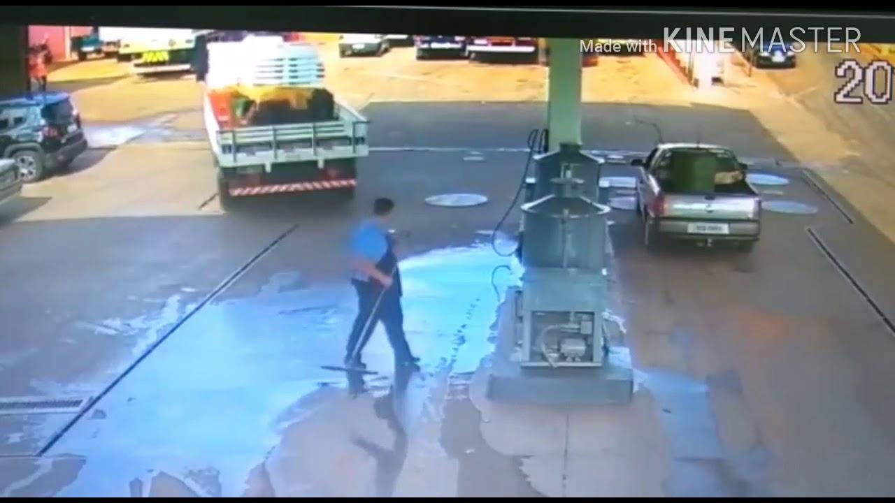 Грузовик сбил и переехал работника АЗС