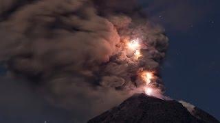 Vulkanisches Gewitter am Colima