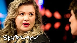Kelly Clarkson explains why she doesn't stay in touch with her father | Skavlan | Kholo.pk