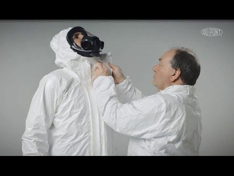 Vestirsi e svestirsi in sicurezza con gli indumenti protettivi Tychem® 4000 S