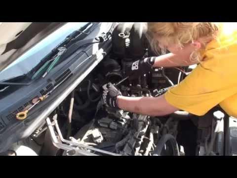 Der Schaumplast mit dem Benzin der Leim