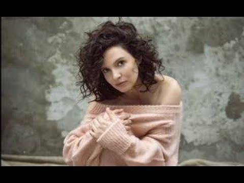 Pop, jazz, reprises et émotions... On a écouté « A nos coeurs », le nouvel album d'Anne Sila