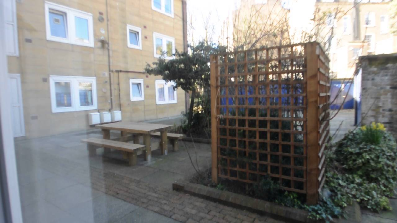 3 Bedrooms Available in Renovated Apartment Near City University in Islington, London